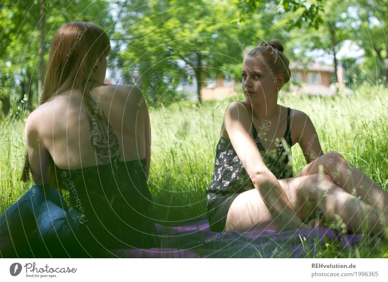 summer picnic Style Leisure and hobbies University & College student Feminine Young woman Youth (Young adults) Woman Adults Friendship 2 Human being