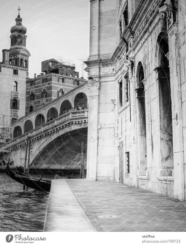 City Vacation & Travel Building Architecture Church Italy Black & white photo Landmark Venice Tourist Attraction Old town Gondola (Boat) Watercraft Splendid Majestic Port City