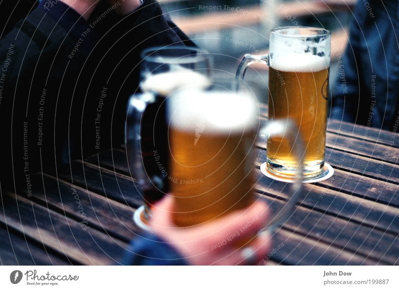 Human being Hand Friendship Leisure and hobbies Glass Together Drinking Alcoholic drinks Beer Restaurant To enjoy Refreshment Foam Grasp Gastronomy Closing time