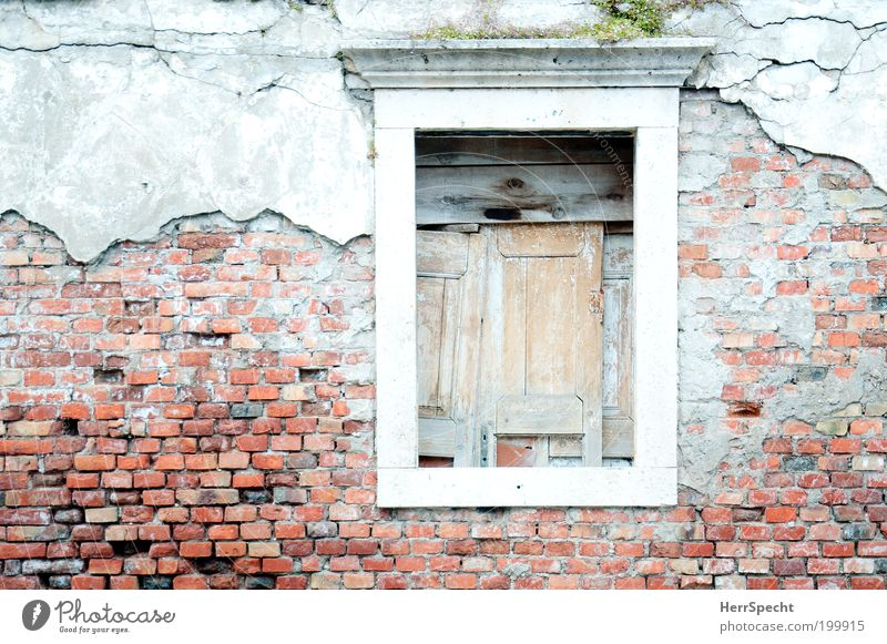 No good prospects Old town Deserted House (Residential Structure) Manmade structures Building Facade Window Brick red Stone Wood Gray Red Sadness Derelict Past