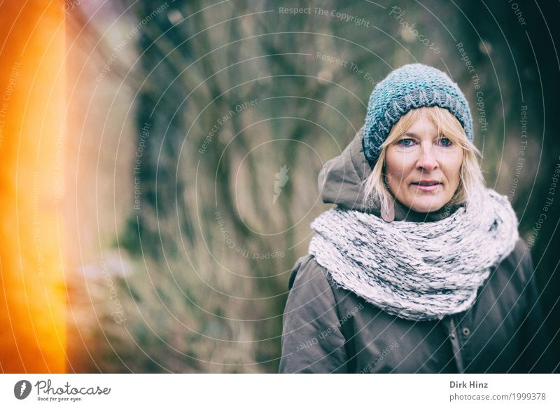 incidence of light Feminine Mother Adults 1 Human being 45 - 60 years Blonde Scarf Cap Winter Autumn Autumnal Shaft of light Woman Face of a woman Looking