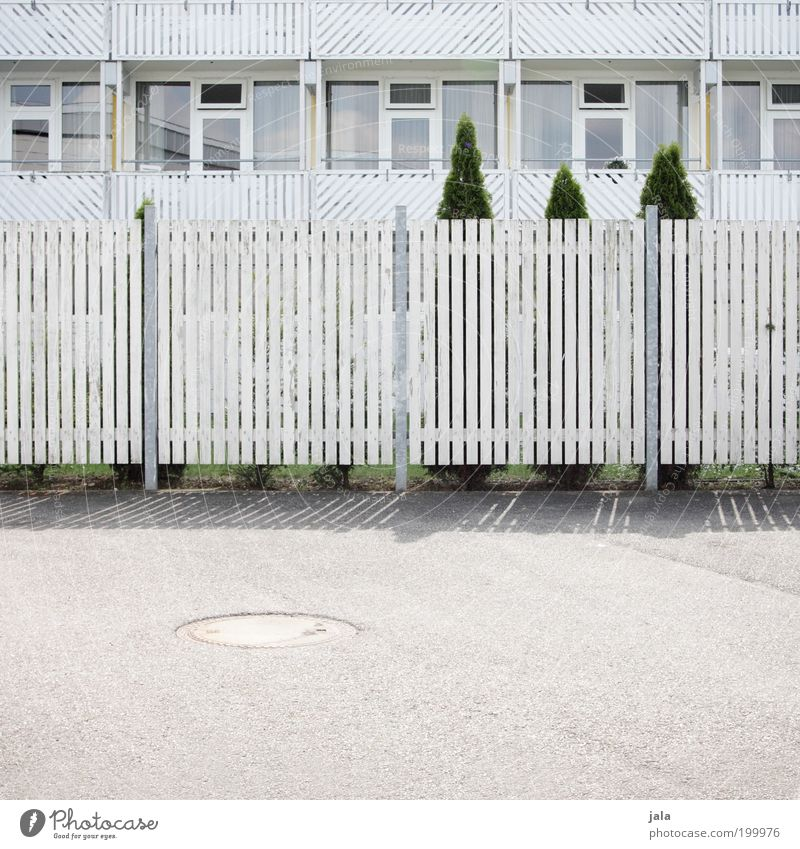 Illllllllllllllllllllllllllllllllllllllllllllll Tree Garden House (Residential Structure) Building Architecture Balcony Window Fence Gap in the fence Wood