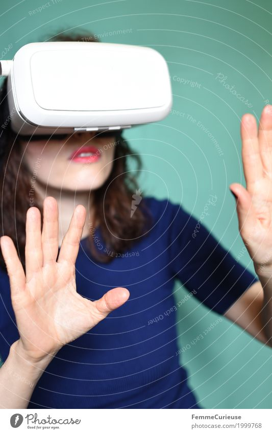 Virtual Reality (02) Feminine Young woman Youth (Young adults) Woman Adults 1 Human being 18 - 30 years Discover Cyberspace Technology virtual reality