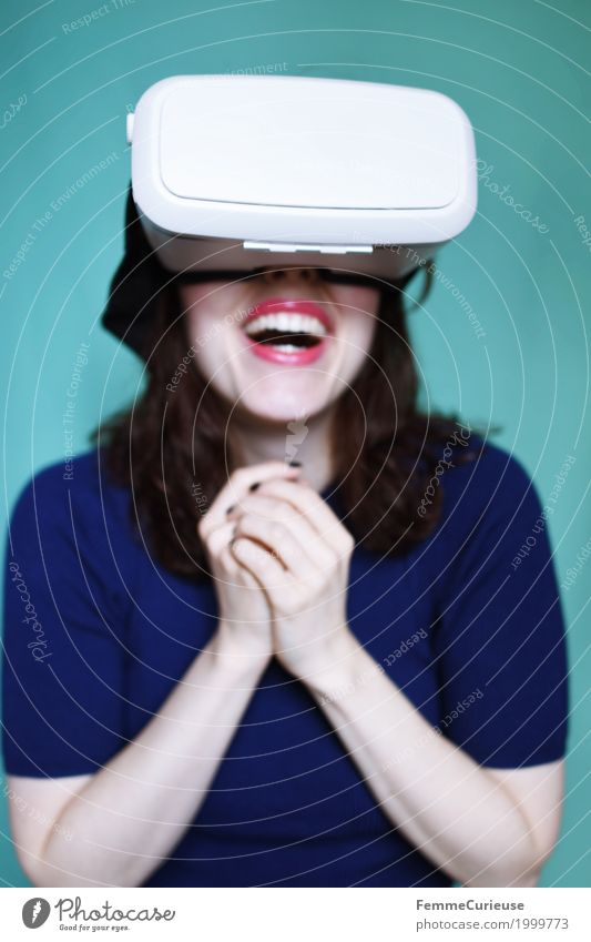 Virtual Reality (05) Feminine Young woman Youth (Young adults) Woman Adults 1 Human being 18 - 30 years Experience Technology Cyberspace Joy Events Really