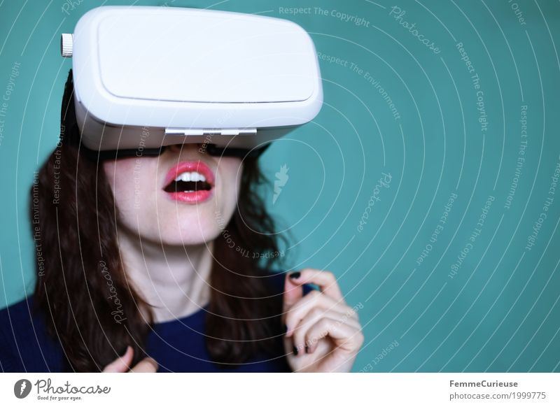 Virtual Reality (08) Feminine Young woman Youth (Young adults) Woman Adults 1 Human being 18 - 30 years Experience Exciting Excitement Tension Tense Really