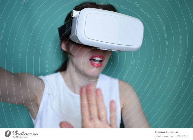 Virtual Reality (17) Feminine Human being Experience Three-dimensional Eyeglasses VR glasses virtual reality glasses Really Scare Fear Cyberspace Gap Future