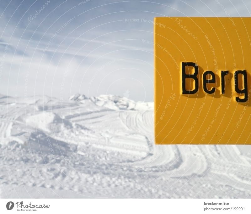 B e r g Landscape Sky Winter Snow Hill Alps Mountain Snowcapped peak Lanes & trails Characters Signs and labeling Signage Warning sign Cold Yellow White Tracks