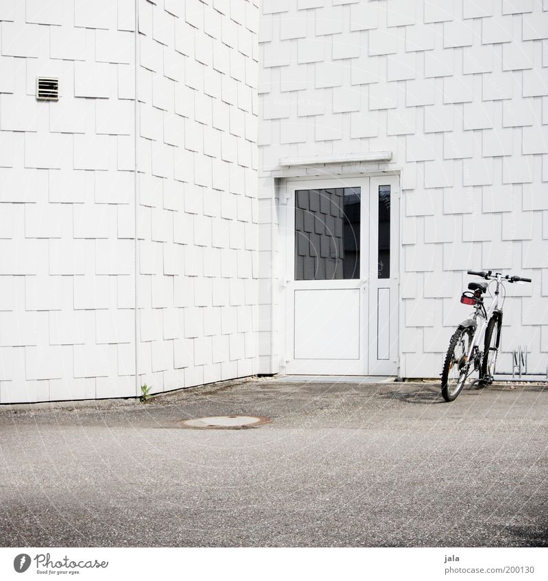 White House (Residential Structure) Architecture Building Door Bicycle Facade Arrangement Places Simple Clean Manmade structures Parking Puristic Bicycle rack