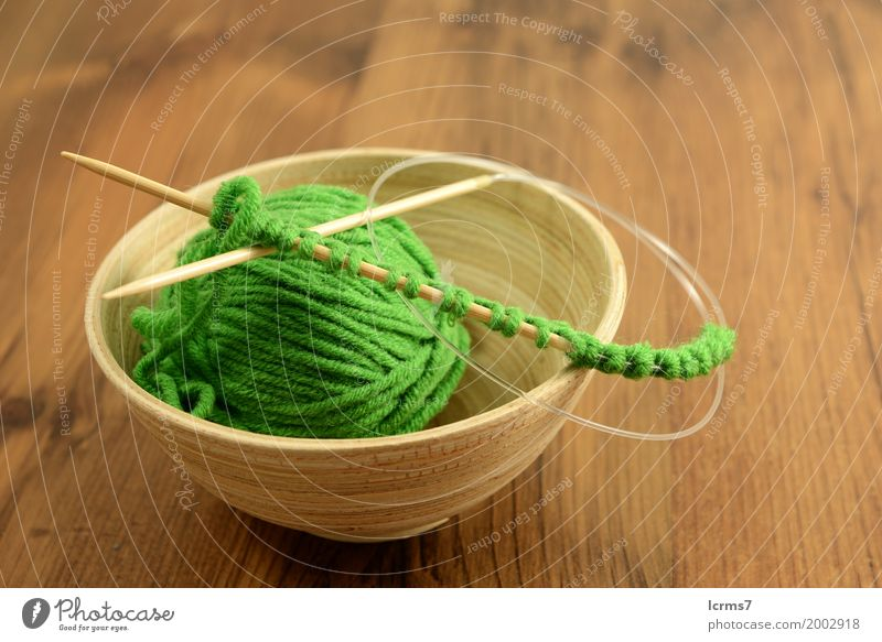 green wool ball in wooden bowl Design Leisure and hobbies Winter Warmth Fashion Bowl String Knot Esthetic creased yarn craft Background picture handmade needle