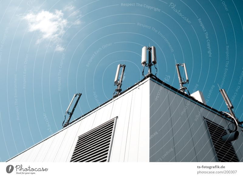 Sky Blue White Wall (building) Above Wall (barrier) Tall Roof Technology Communicate Telecommunications Beautiful weather Listening Information Technology