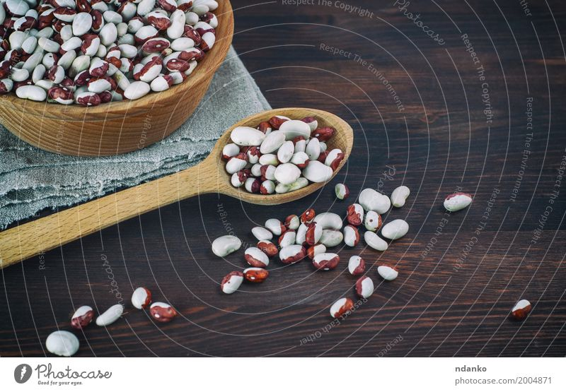 Beans in a wooden spoon on a wooden table White Red Eating Wood Group Brown Nutrition Fresh Vantage point Delicious Vegetable Bowl Diet Vegetarian diet Spoon