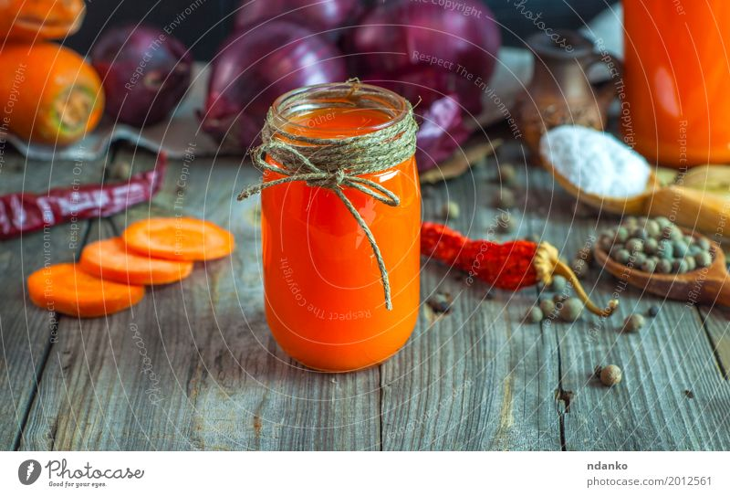 Juice from carrots, onions and spices in a glass jar Old Red Eating Natural Gray Orange Fruit Fresh Glass Table Herbs and spices Beverage Drinking Delicious