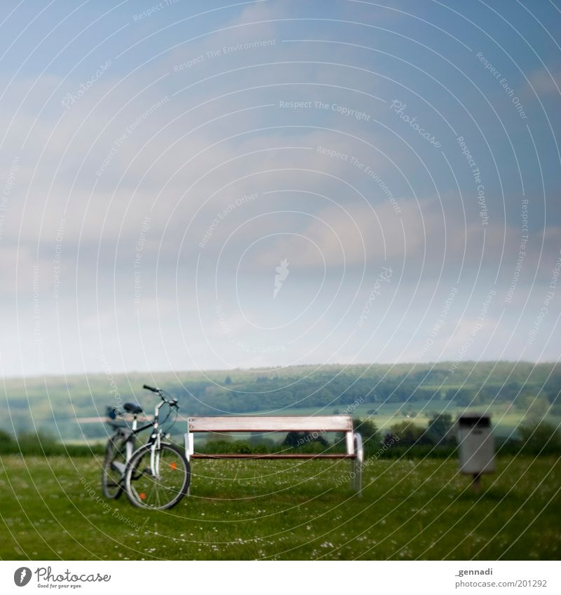 Sky Green Calm Loneliness Far-off places Meadow Landscape Lanes & trails Bicycle Horizon Going Trip Stand Break Bench Vantage point