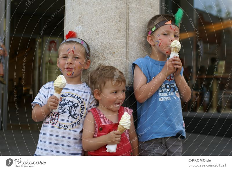 Three children with make-up eat an ice cream Human being Masculine Child Toddler girl Boy (child) Brothers and sisters Sister Infancy 3 Group of children