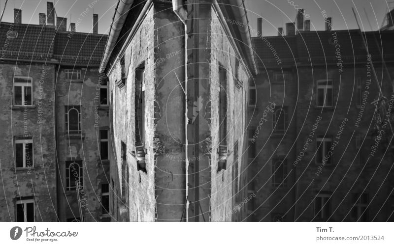 Prenzlauer Berg Berlin Capital city Downtown Old town Deserted House (Residential Structure) Facade Window Stagnating Living or residing Reflection