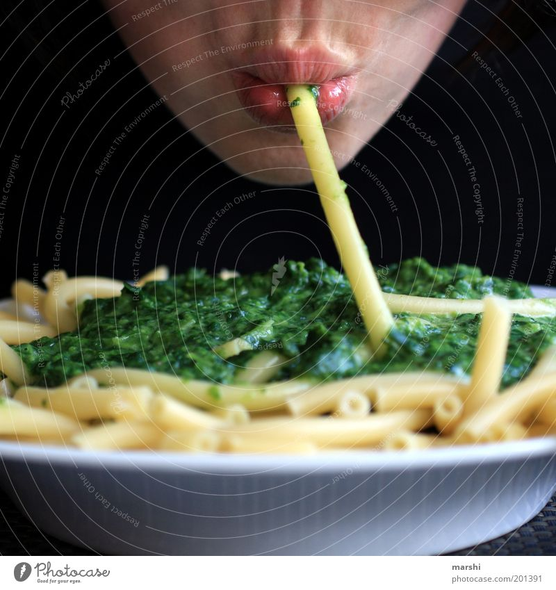 noodle schnute Food Nutrition Eating Plate Human being Masculine Feminine Mouth Lips 1 Delicious Yellow Green Appetite Spinach Carbohydrates Noodles Macaroni