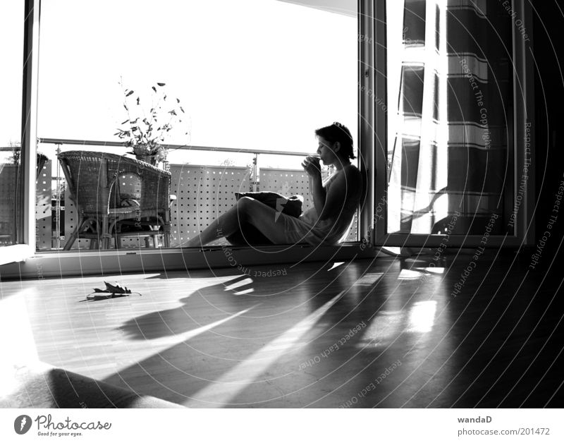 ________________ Human being Feminine Young woman Youth (Young adults) Woman Adults Life 1 18 - 30 years Sky Sun Sunlight Beautiful weather Balcony Terrace