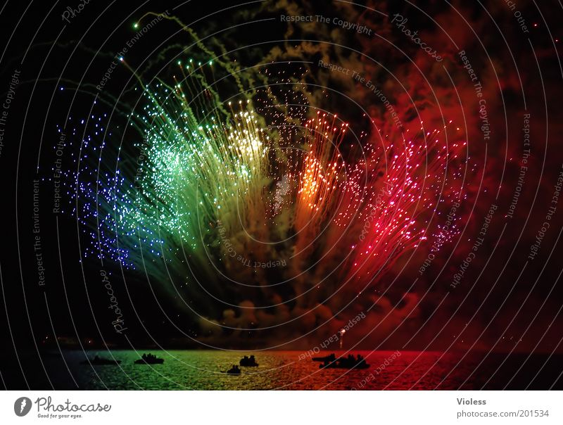 Joy Watercraft Feasts & Celebrations Night sky Fantastic Firecracker Event Explosion Emotions Beacon Prismatic colors Pyrotechnics Above water