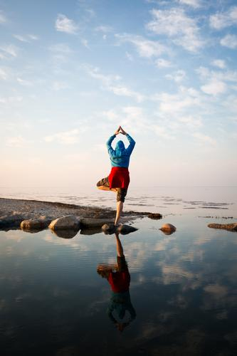 Make me the tree Fitness Harmonious Well-being Calm Meditation Vacation & Travel Ocean Yoga Masculine Androgynous 1 Human being 30 - 45 years Adults