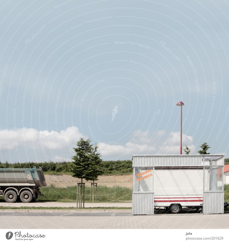 bite Tree Field Outskirts Places Lantern Truck Trailer Bright Snack bar Stalls and stands Colour photo Exterior shot Deserted Copy Space top Day Lamp post