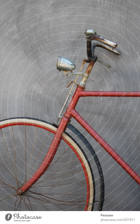 Old Red Bicycle Esthetic Stand Steel Rust Historic Climate change Means of transport Thrifty Bicycle handlebars Eco-friendly Bicycle light
