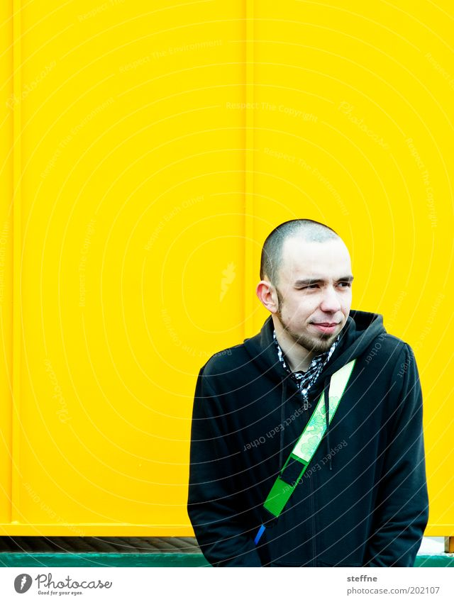 poser Human being Masculine Young man Youth (Young adults) 1 18 - 30 years Adults Hip & trendy Bald or shaved head Yellow Colour photo Multicoloured