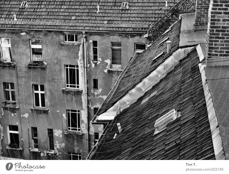 Old City House (Residential Structure) Window Emotions Berlin Architecture Sadness Building Facade Esthetic Europe Broken Gloomy Roof Manmade structures