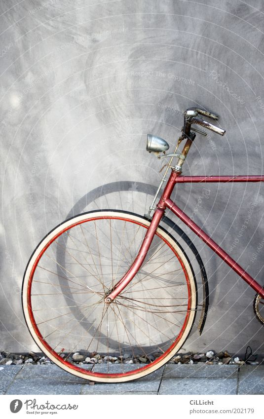 My red bike Elegant Style Leisure and hobbies Bicycle Wall (barrier) Wall (building) Collector's item Relaxation Old Esthetic Historic Round Gray Red Black