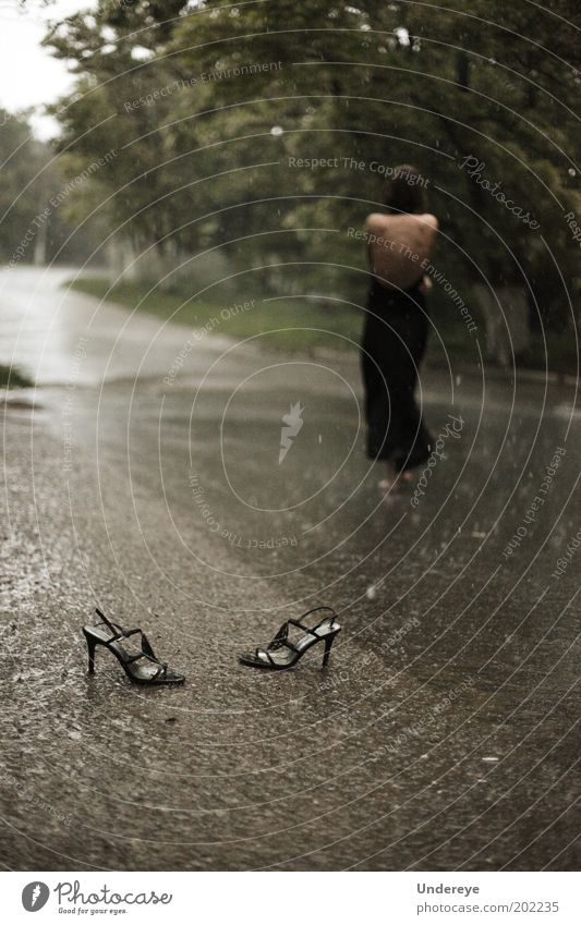 Rain 2 Human being Youth (Young adults) Water Street Relaxation Feminine Adults Drops of water Footwear Low-key High heels Young woman Woman 18 - 30 years