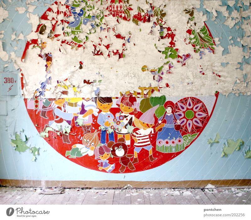Child Old Red Colour Wall (building) Playing Wood Stone Wall (barrier) Art Infancy Room Flat (apartment) Toys Esthetic Electricity