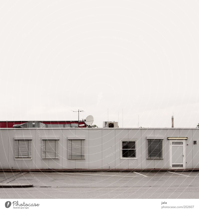 Sky Red House (Residential Structure) Work and employment Window Gray Building Door Closed Industry Gloomy Roof Manmade structures Company Parking lot Antenna