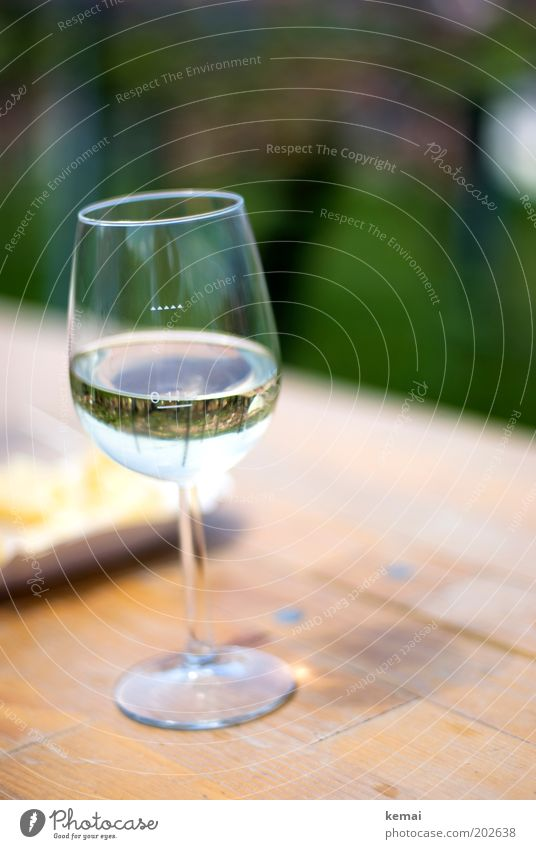 Good Riesling (vineyard in glass) Food Beverage Alcoholic drinks Wine White wine Glass Wine glass Whitewine glass Vineyard Table Fragrance To enjoy Fresh Cold