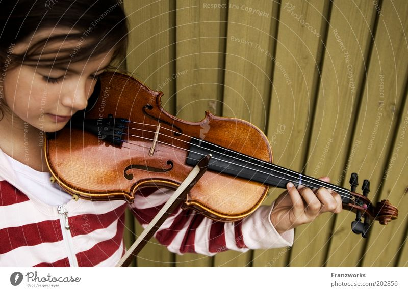 piano Girl Infancy Youth (Young adults) 1 Human being Music Violin Listening Study Playing Joy Passion Leisure and hobbies Culture Joie de vivre (Vitality)