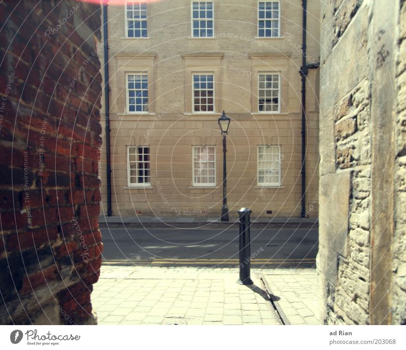 he must come through this hollow alley! Elegant Living or residing Oxford Old town Deserted House (Residential Structure) Manmade structures Building