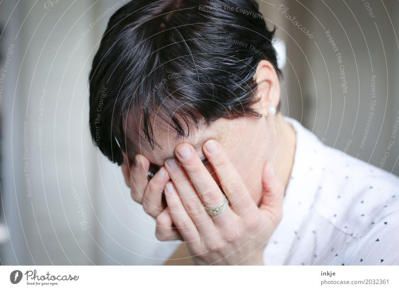 sorrow Lifestyle Style Woman Adults Face Hand 1 Human being 30 - 45 years 45 - 60 years Hair and hairstyles Black-haired Short-haired Sadness Cry Bright