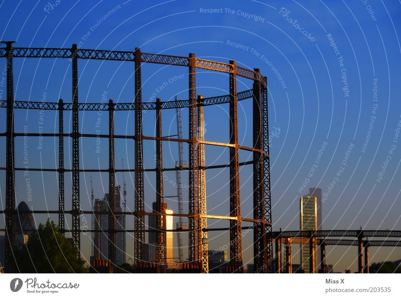 Sky Blue Vacation & Travel Architecture Large High-rise Construction site London Build Industrial plant Capital city England Scaffolding Gigantic Industry