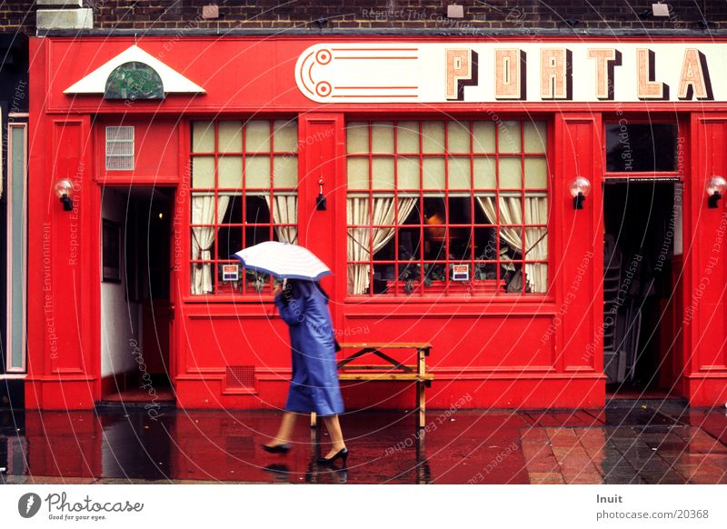 Rain in London Umbrella Red England Pub Gastronomy Blue Roadhouse