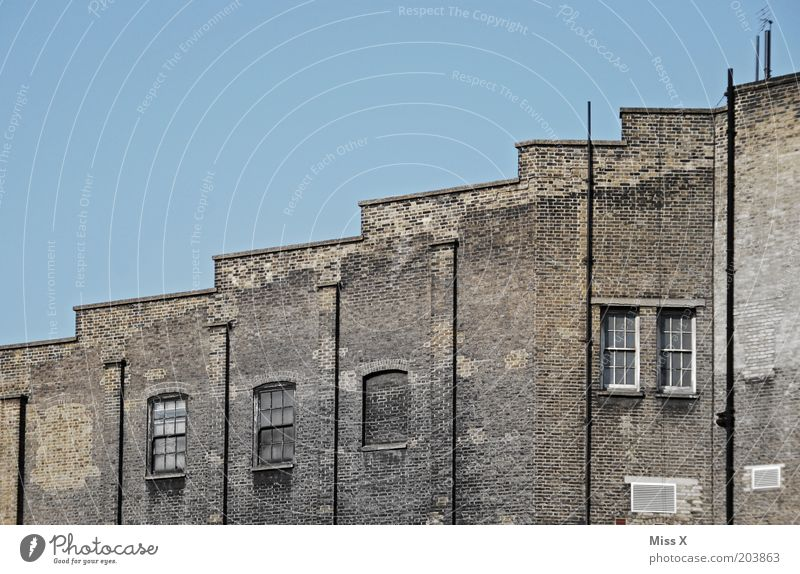 Old House (Residential Structure) Window Wall (building) Building Wall (barrier) Gloomy Factory Upward London Blue sky England Great Britain Stepped roof