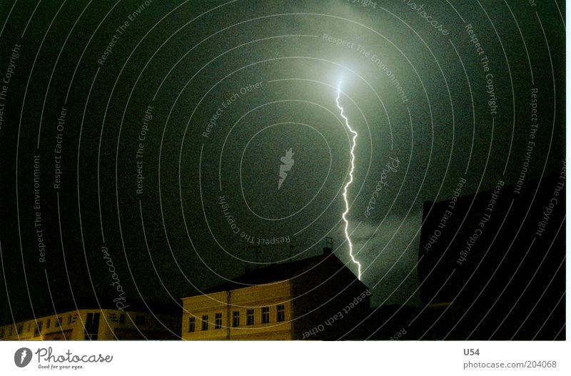 House (Residential Structure) Electricity Dangerous Lightning Thunder and lightning Nature Storm clouds Force of nature Lightning bolt