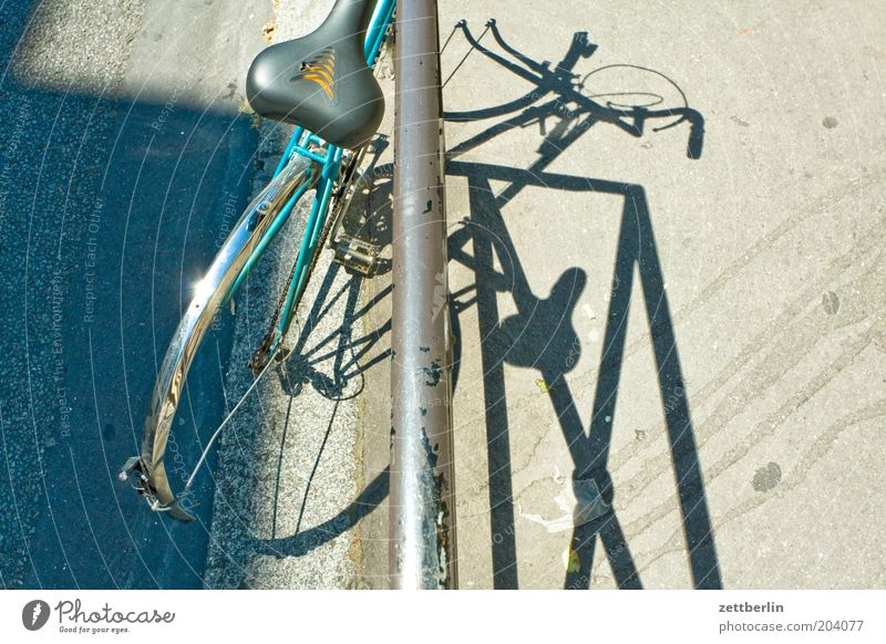 Bicycle (Paris) Scrap metal Bicycle saddle Saddle Iron Handrail Bulk rubbish Shadow Bicycle frame Broken Ready for scrap