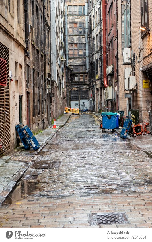 Crime alley Glasgow Scotland Town Downtown Facade Dirty Dark Creepy Hideous Broken Gray Loneliness End Apocalyptic sentiment Decline Destruction Shabby