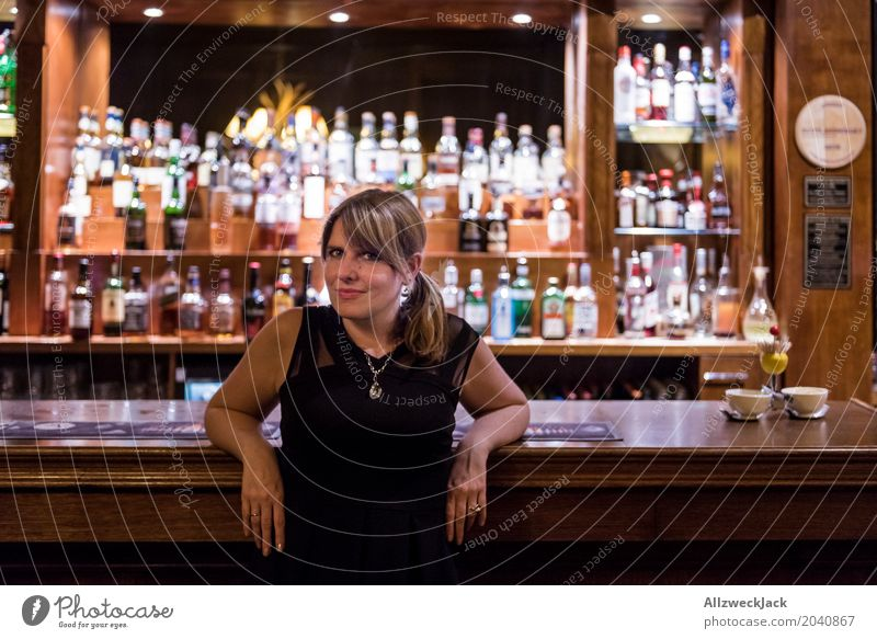 Girl on a Bar 2 Colour photo Interior shot Portrait photograph Upper body Artificial light Evening Forward Lifestyle Leisure and hobbies Alcoholic drinks Flirt