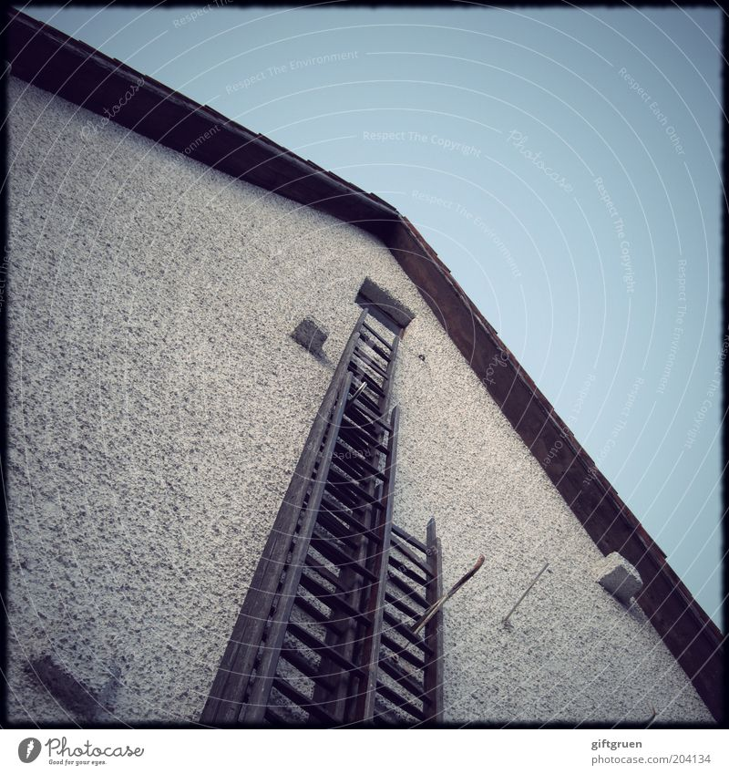 Old Sky House (Residential Structure) Wall (building) Above Window Wall (barrier) Building Architecture Facade Roof Farm Manmade structures Upward Ladder Go up