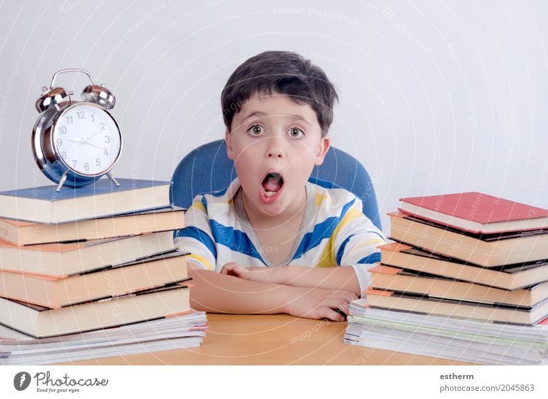 schoolboy studying Lifestyle Reading Parenting Education Kindergarten Child School Study Human being Toddler Boy (child) 1 3 - 8 years Infancy libro relog Think