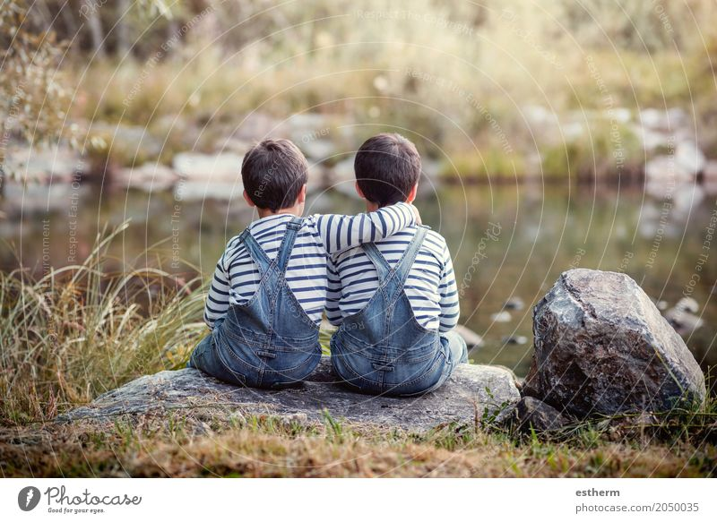 Twin brothers Lifestyle Leisure and hobbies Human being Masculine Child Toddler Brothers and sisters Family & Relations Friendship Infancy 2 3 - 8 years Pond