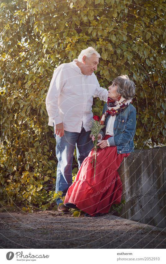 Portrait Of Romantic Senior Couple Lifestyle Feasts & Celebrations Valentine's Day Human being Grandparents Senior citizen Grandfather Grandmother