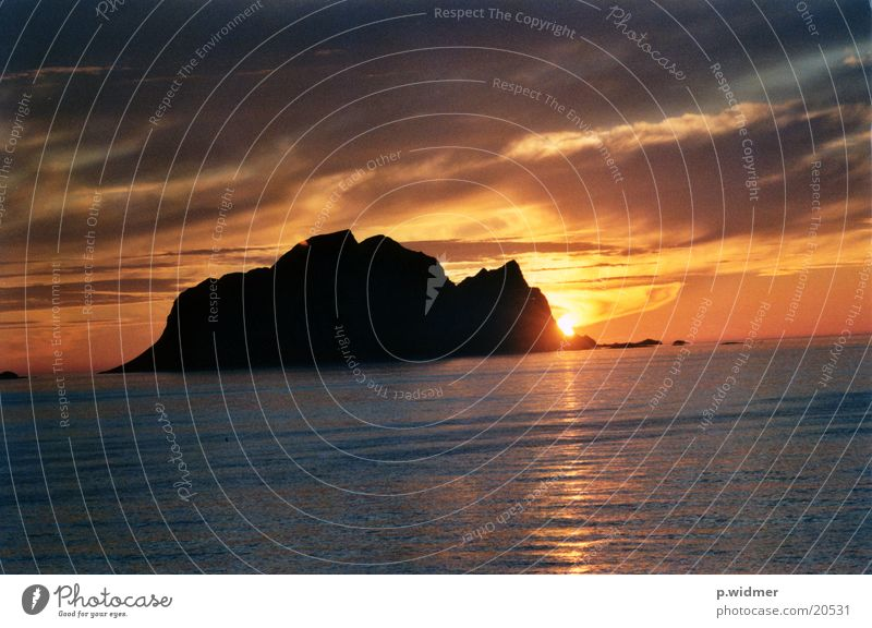 Island Norway Geography Midnight sun Arctic circle