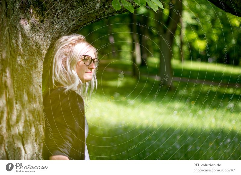 Jule by the tree Human being Feminine Young woman Youth (Young adults) Woman Adults Face 1 18 - 30 years Environment Nature Tree Park Meadow Eyeglasses Blonde