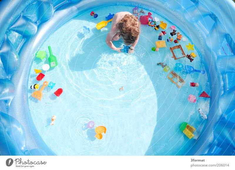 pool Children's game Toddler Hair and hairstyles 1 Human being 1 - 3 years Garden Discover Crouch Playing Wet Natural Curiosity Cute Blue Multicoloured Joy