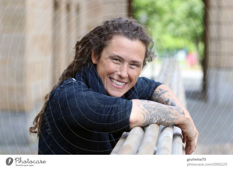 AST 10 be happy! Feminine Young woman Youth (Young adults) Woman Adults Life Human being 30 - 45 years Tattoo Brunette Long-haired Curl Dreadlocks Punk Smiling